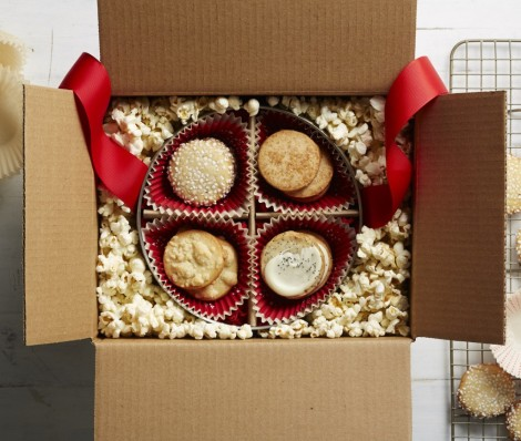 Cookie-Tin-in-Box-with-Popcorn-Packing-Nuts